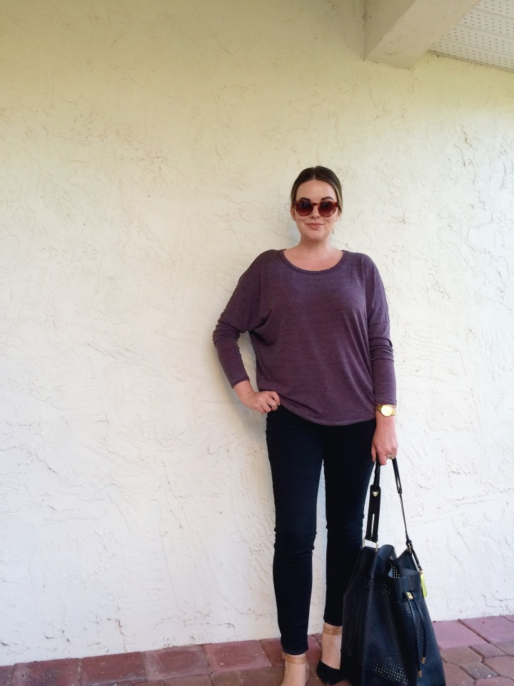 OOTD Casual Fall Style With Chaser Drape Back Dolman Tee and American Eagle Hi-Rise Jeggings