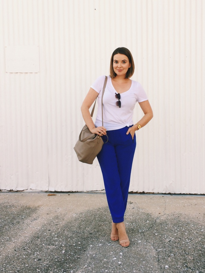 OOTD Blue J.Crew joggers and LOFT tee with Cuyana small carryall. keiralennox.com